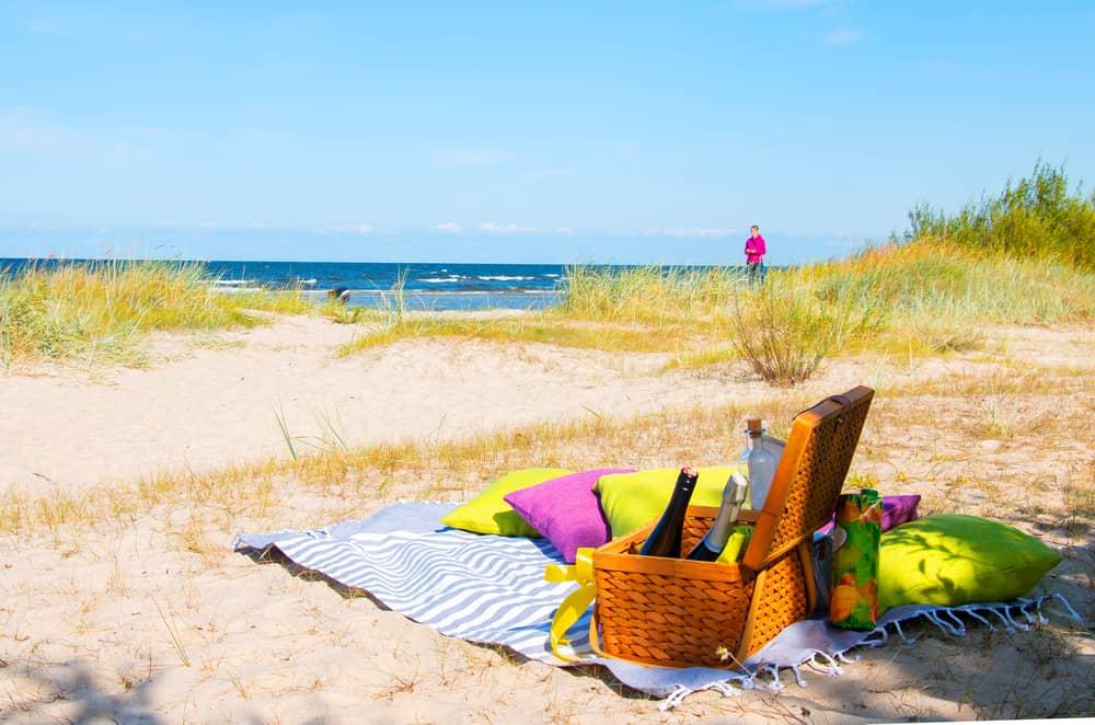 หมอนผ้าห่มบนชายหาด